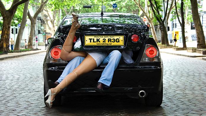 Sexo en el coche con tu chica